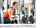 여성 피트니스 체육관 운동 67484611
