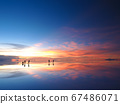 <玻利維亞>烏尤尼鹽湖黃昏(攝於1月的新月) 67486071