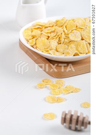 玉米片 甜點 早餐 湯匙 牛奶 corn flakes with milk コーンフレーク 牛乳 67501627