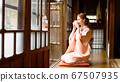 外國婦女穿著和服喝茶 67507935