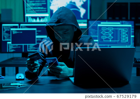 Hacker fraudulently use credit card 67529179