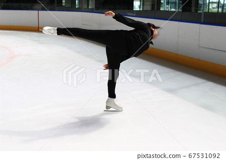 Figure skating Camel Spin female skater silhouette 67531092