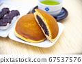 Dorayaki with green tea and dumplings 67537576