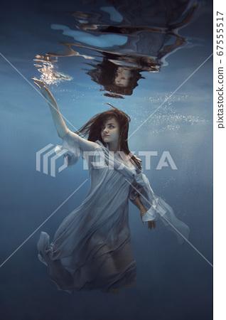 Portrait of a girl in a blue dress under water       67555517