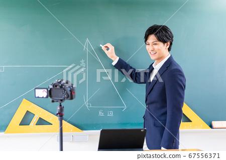 교실에서 온라인 수업의 촬영 67556371