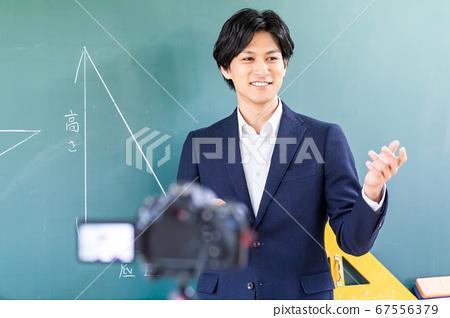 교실에서 온라인 수업의 촬영 67556379