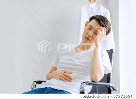 The male doctor has a headache 67571954