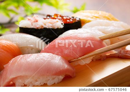 寿司木制板的形象 67575046