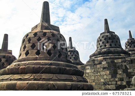 Borobudur, Indonesia 67578321