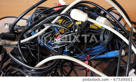 Organize entangled cables 67589801