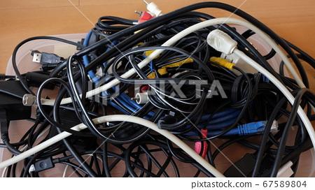 整理纏結的電纜 67589804