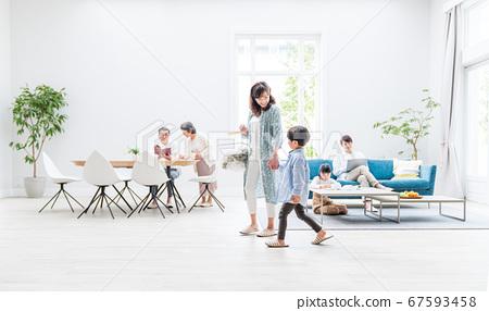 세 가족, 거실, 두 주택 67593458