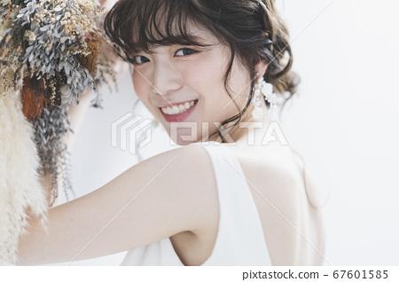 Bride wearing a wedding dress 67601585
