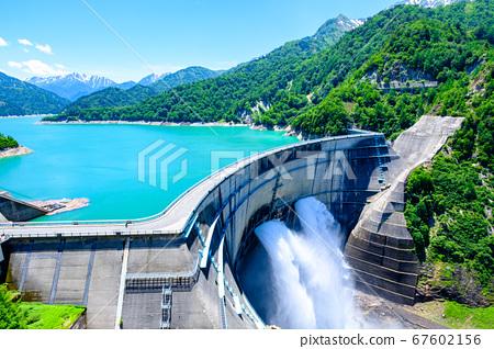 초여름의 구로베 댐 67602156