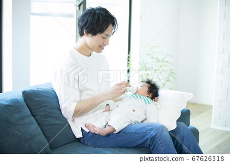 家庭,家庭,嬰兒,育兒,散步 67626318