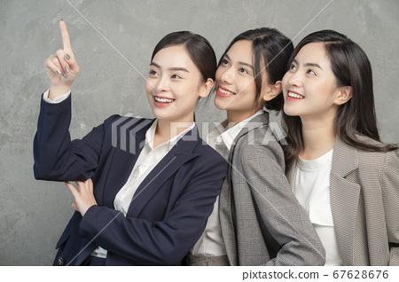 女商界女強人 67628676