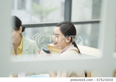 Female business woman 67628808