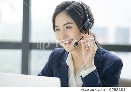 여성 사업가 CS 직원 67628814