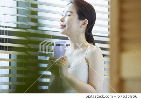 스마트폰,티테라피,족욕,힐링,젊은여자 67635866