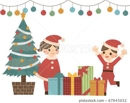 크리스마스 트리 근처에서 산타 클로스 복장을 한 어린이 67643832