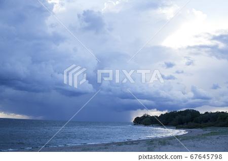 blue sky cloudy landscape, thunder on sea background