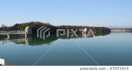 호수위에 작은 섬 67655914