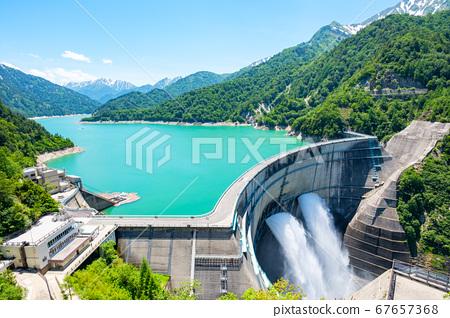 초여름의 구로베 댐 67657368
