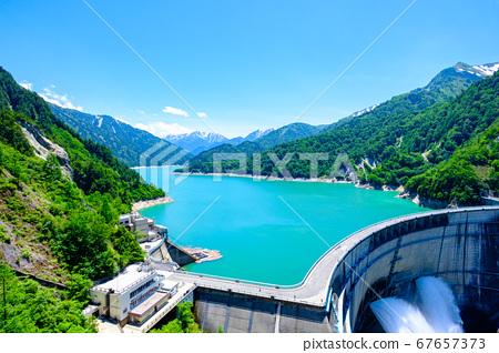 초여름의 구로베 댐 67657373
