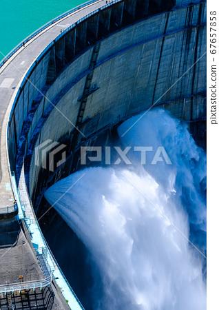 댐의 방류 (구로베) 67657858