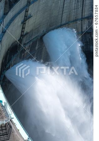 댐의 방류 (구로베) 67657884