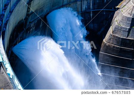 댐의 방류 (구로베) 67657885