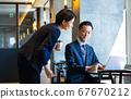 사무실에서 협의를하는 비즈니스맨과 OL 67670212