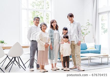 三代家庭,生活,家庭 67670455
