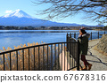 girl visit the mount fuji with the lake view 67678316