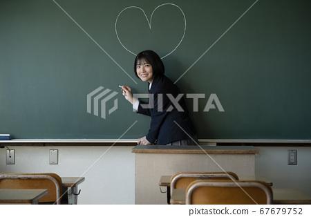 學生在教室裡 67679752