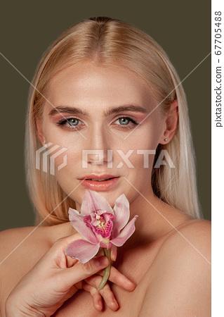 pretty woman portrait lady perfect skin flower 67705488