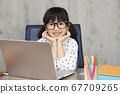 女孩學習家庭學習在線課程小學生 67709265