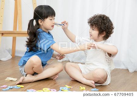 孩子們玩家庭 67709405