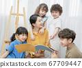 Children read picture books 67709447