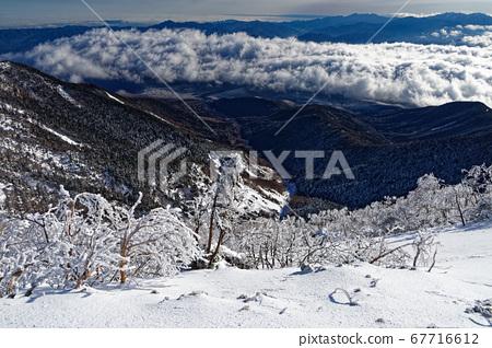 타케 능선에서 보는 운해와 안쪽 치치 산맥 67716612