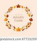 圓形裝飾的秋葉和橡子 67720209