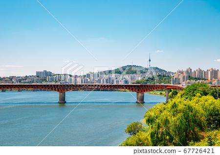 Seongsu Bridge and Seoul city view at Han river park in Korea 67726421