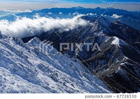 弓根岳和南阿爾卑斯山脈,從八嶽山脈/赤嶽山脊線看雲 67726530