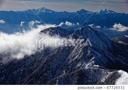 弓根岳和南阿爾卑斯山脈,從八嶽山脈/赤嶽山脊線看雲 67726531