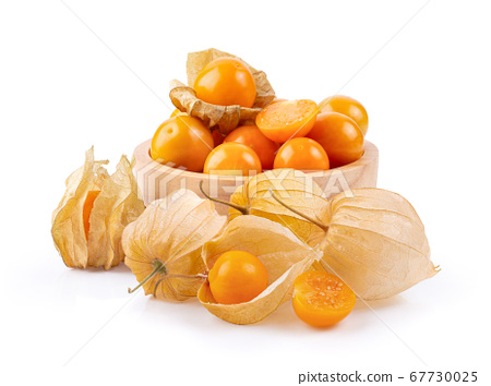 Cape Gooseberry in wood bowl on white background 67730025