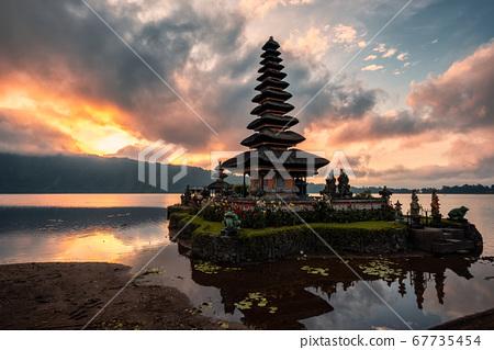 Sunrise on Ancient temple of Pura Ulun Danu Bratan 67735454