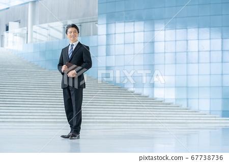 미들 사업 경영자 남성 회사원 67738736
