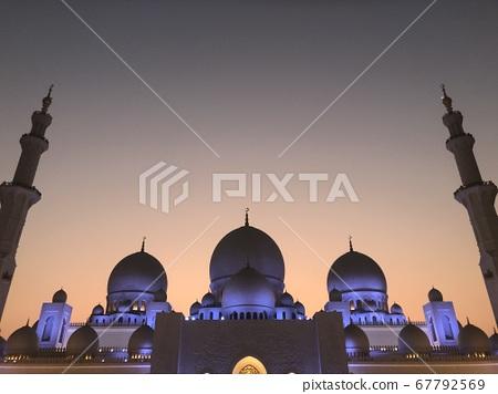 Sheikh Zayed Grand Mosque at sunset 67792569