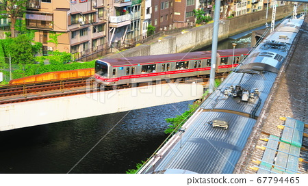 Scenery of trains on the JR and Marunouchi lines at Ochanomizu Station 67794465