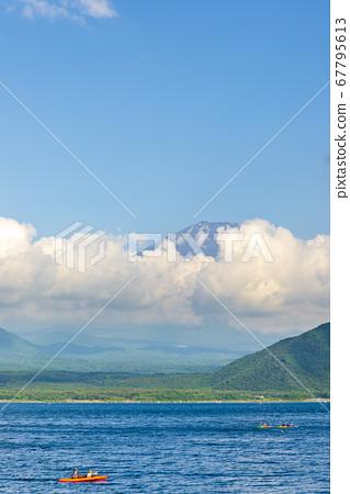 Motosu湖在夏天 67795613